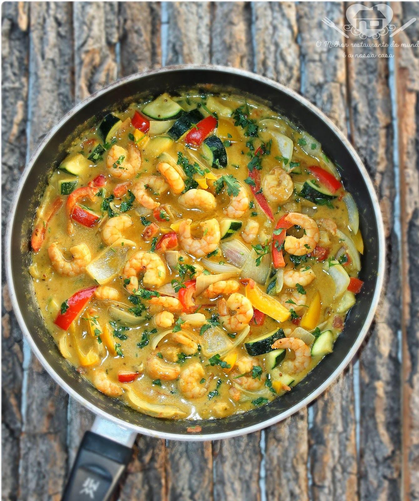 Camarão Thai ao curry