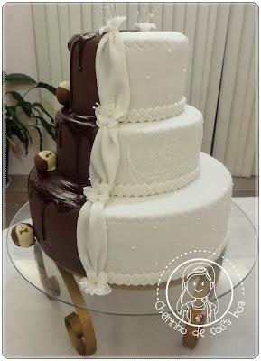 Bolo de casamento branco e chocolate