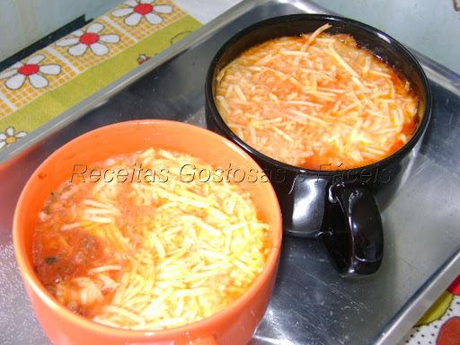 lasanha carne moida queijo e presunto milho ervilha