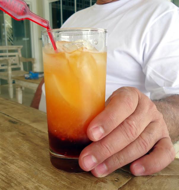 Para brindar os 802 amigos - Negroni - o drink preferido dele