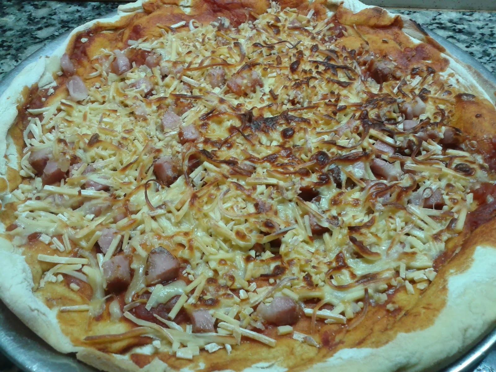PIZZA A LA PIEDRA DE PANCETA A LOS CUATRO QUESOS (SIN LEVADURA)
