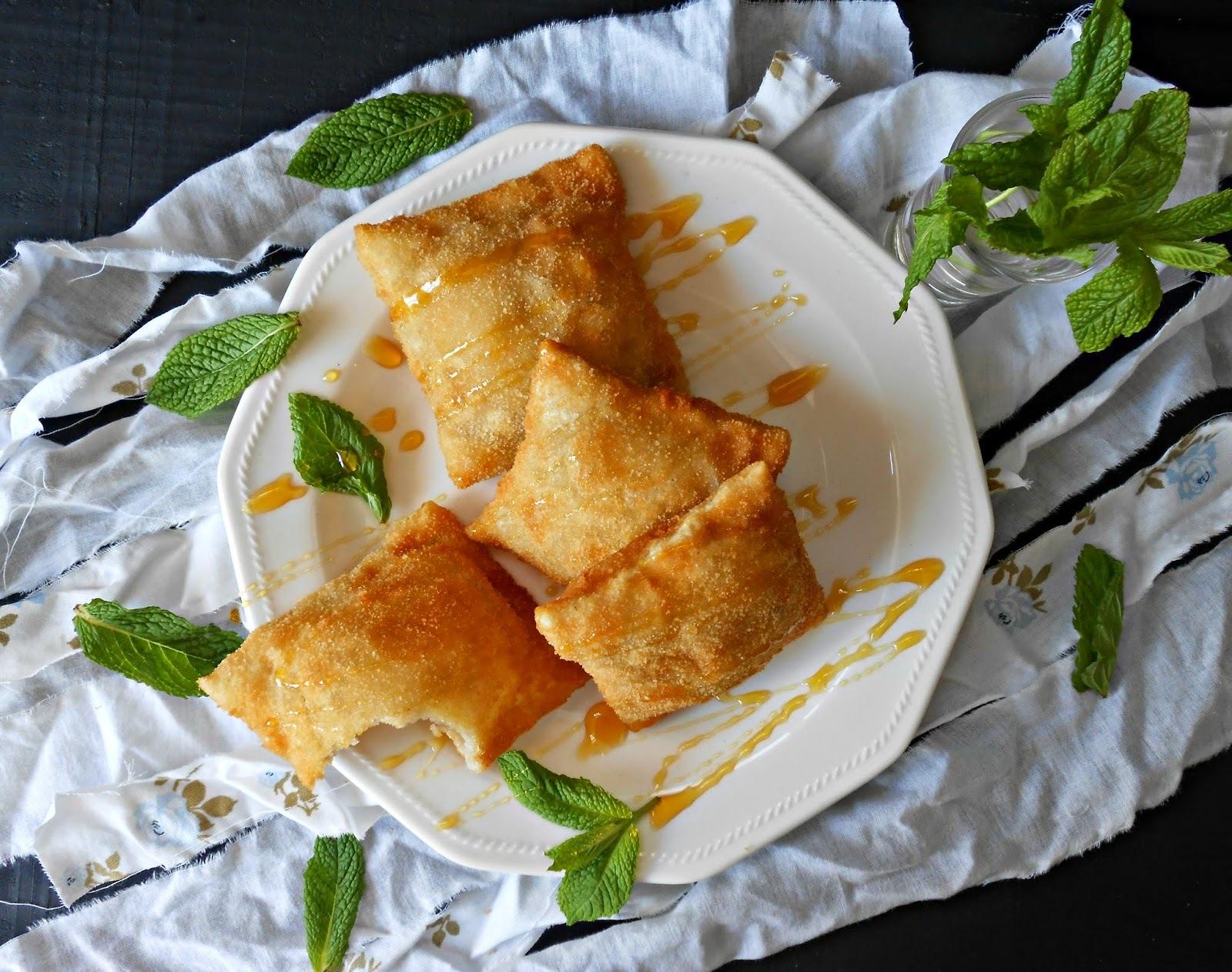Ravioles fritos de requesón con hierbabuena