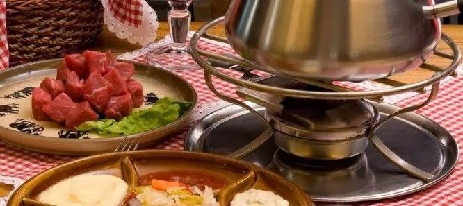 Fondue de Carne (Fondue Bourguignonne)