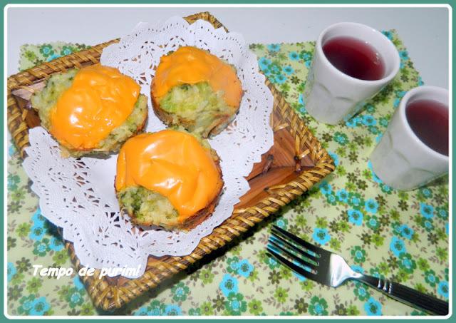Muffins de brócolis, arroz e cheddar