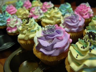 Tutorial: Cupcakes multicolores, especial día del niño