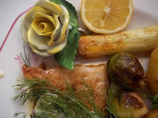 Pangasius grillezve zöldségekkel, kapros mártással