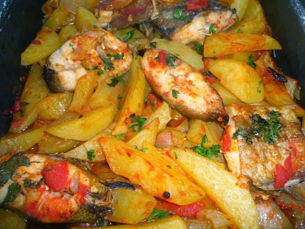 Abrótea assada no forno com batatinhas e coentros, acompanhado com vinho branco da Quinta de Mosteirô