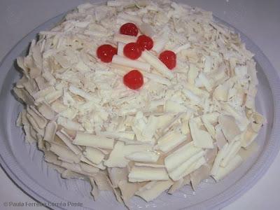 bolo de chocolate com recheio de mousse de leite ninho e mousse de chocolate