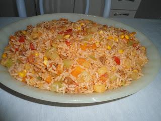 arroz colorido com frango desfiado