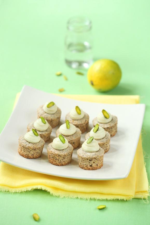 Фисташковые мини-капкейки с лаймом и шоколадной крошкой / Mini cupcakes de pistáchio com lima e chocolate ralado