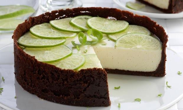 torta de biscoito de maizena e gelatina de chocolate