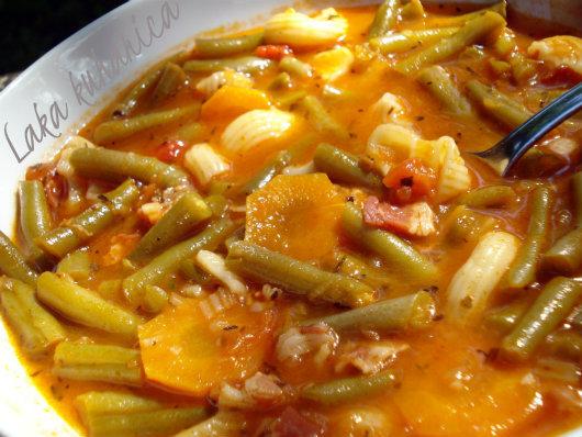 Juha s mahunama, češnjakom i slaninom :: Soup with string beans, garlic and bacon