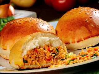 Pão de batata com frango e catupiry