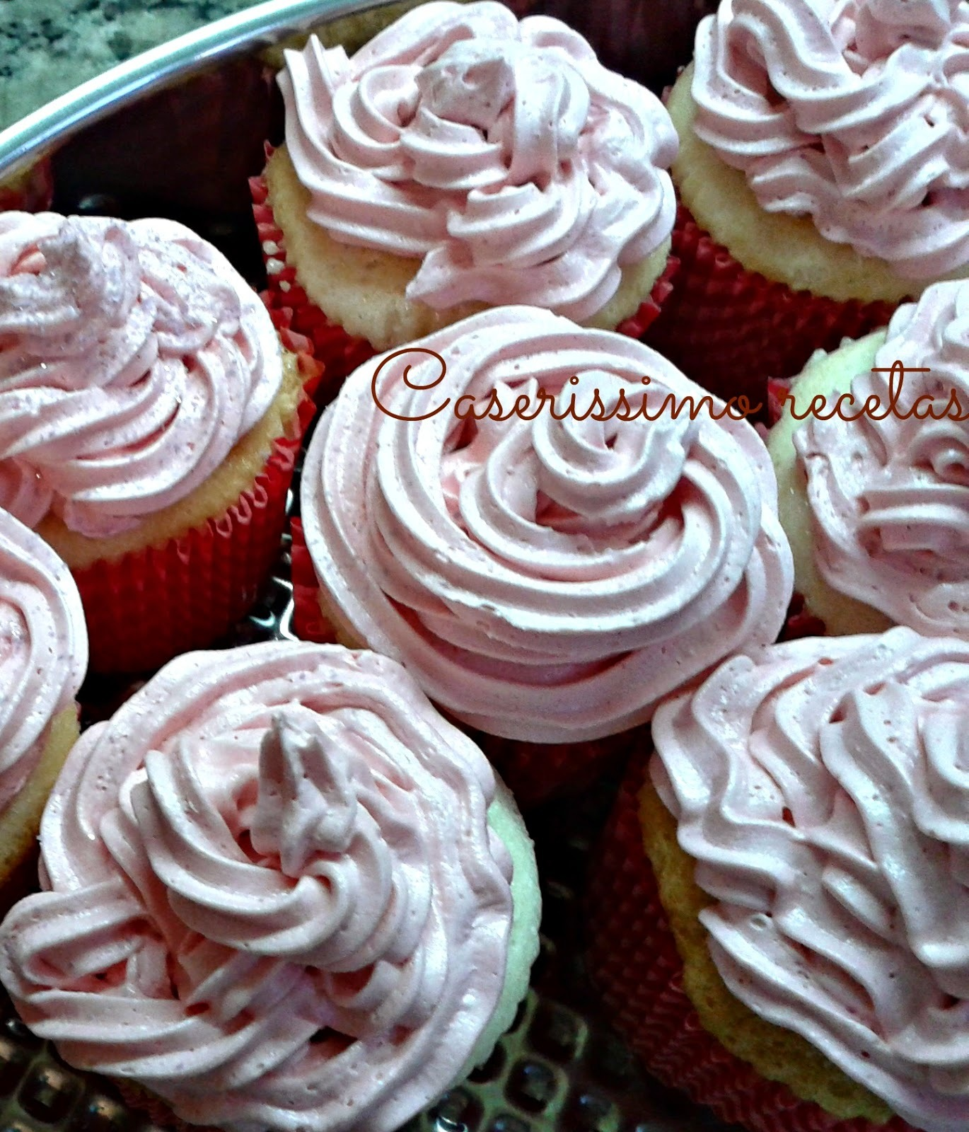 ANGEL FOOD CUPCAKES CON BUTTERCREAM
