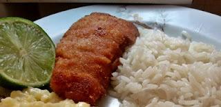 Filé de peixe à milanesa com molho tártaro