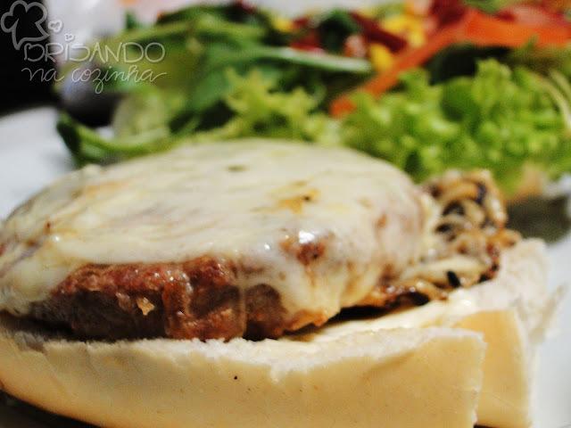 Hamburger ou almôndegas suínas