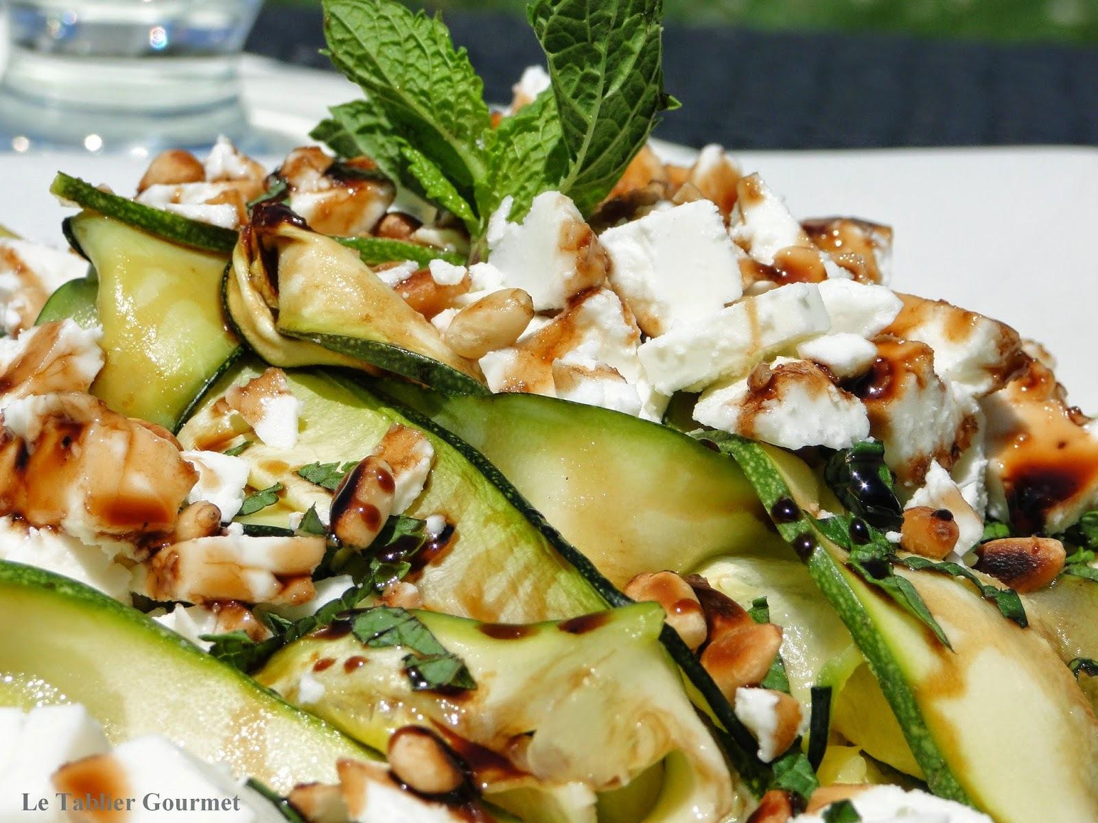Courgettes, feta, pignons de pin, menthe et balsamique : la salade fraicheur et bio de Valérie