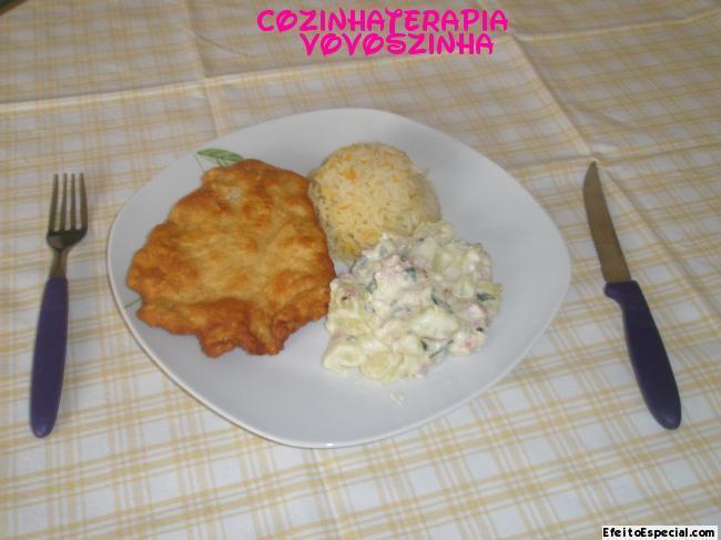 Filé Cordon Blue e batatas Lionese