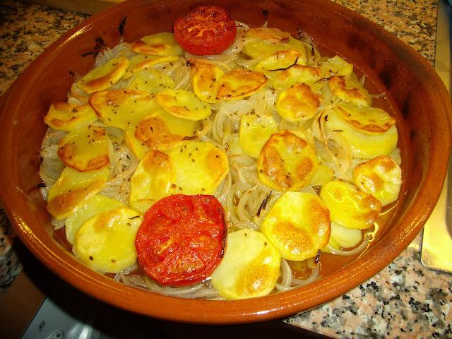 Cebolla, Patatas y Tomates al Horno
