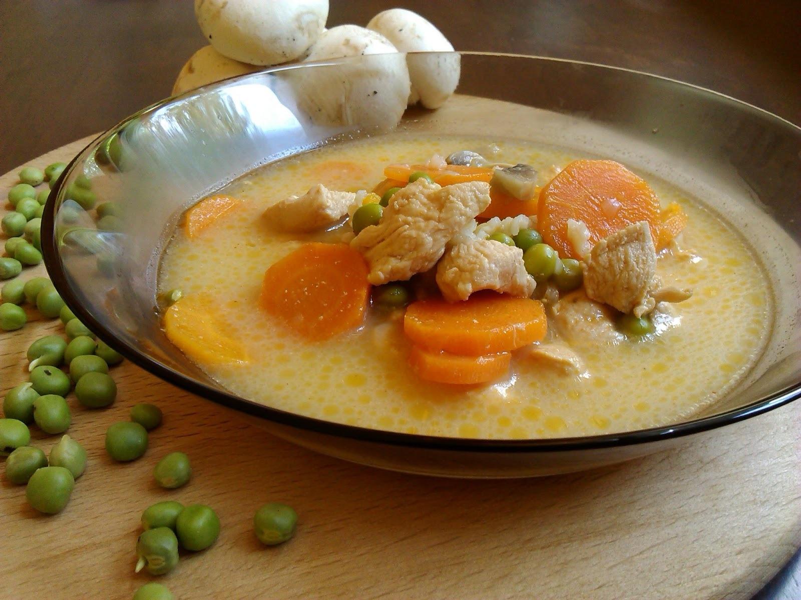 Csorba csirkével (Ciorba de pui)