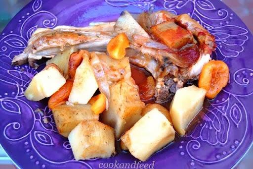 Μπριζόλες χοιρινές με γλυκοπατάτες και βερύκοκα/ Pork Chops with Sweet Potatoes and Apricots