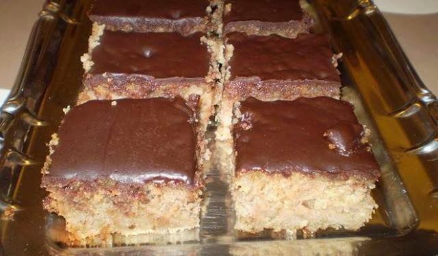 Jednostavan kolač od jabuka i griza, bez vage i miksera