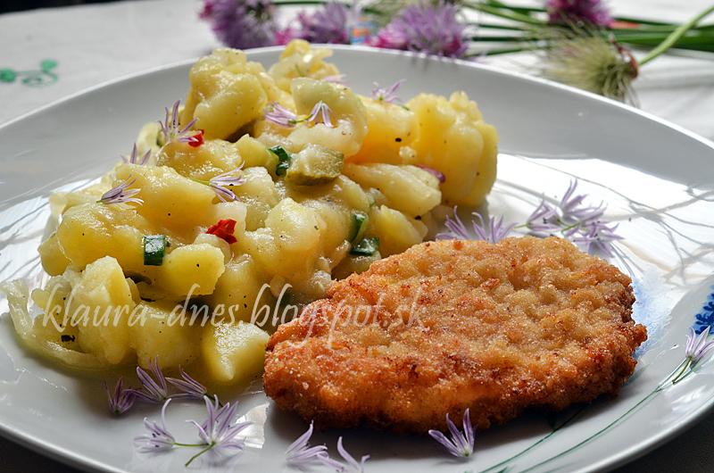 Výborný zemiakovo - cibuľový šalát