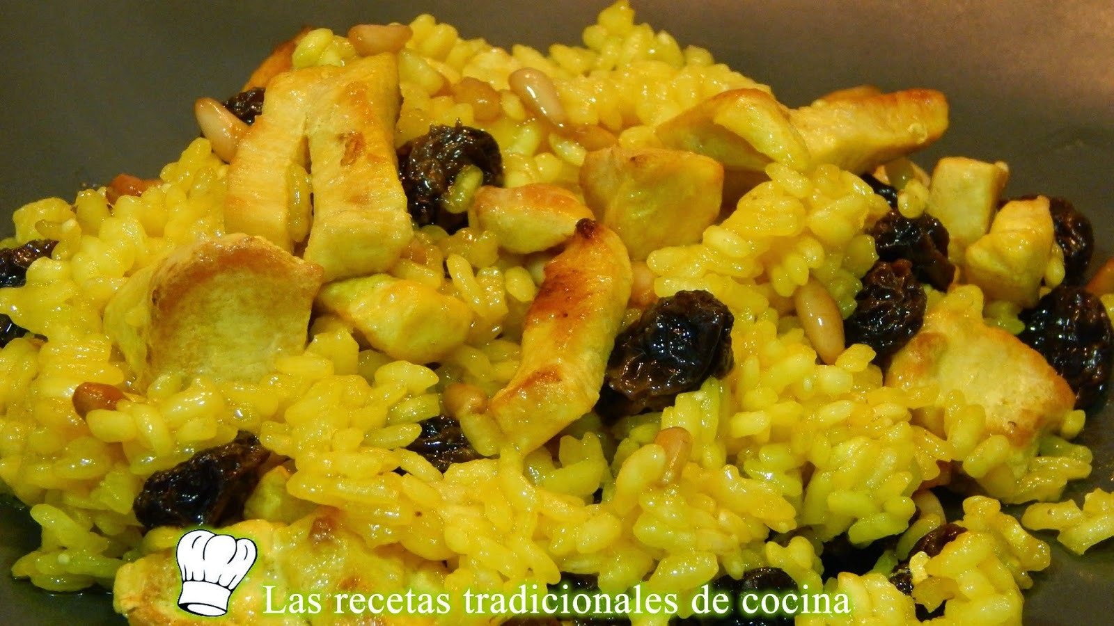 Receta de arroz al horno con pollo, pasas y piñones