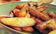 Batatas assadas com sal marinho, azeite de oliva  e alecrim