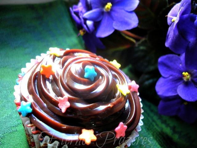 Cupcakes de chocolate com cobertura de brigadeiro
