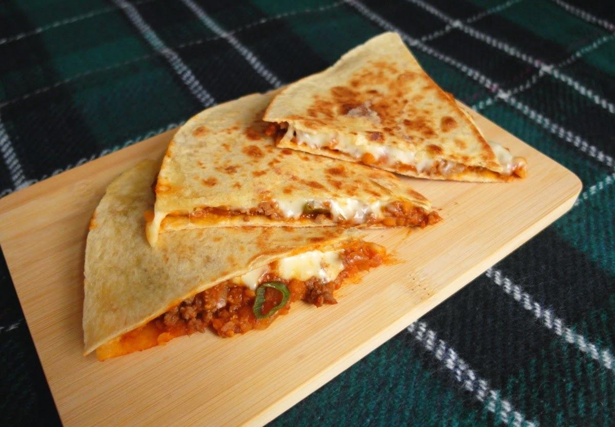 Quesadillas plnené ragú z červenej šošovice a hovädzieho