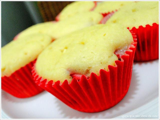 primícias do natal II: muffins de morango com chocolate branco