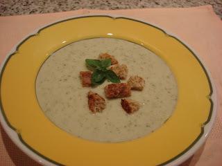 Sopa  de  alho-poró  e  alface