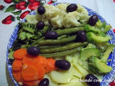 Arroz com Amêndoas/Salada de Legumes