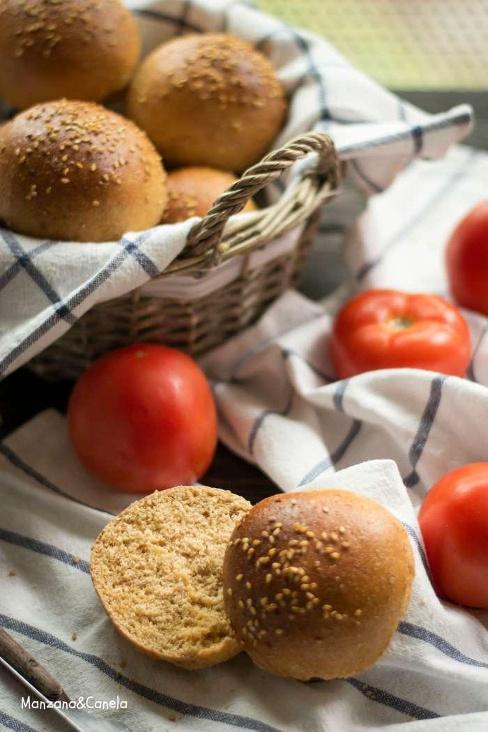 Panecillos integrales de tomate para hamburguesas
