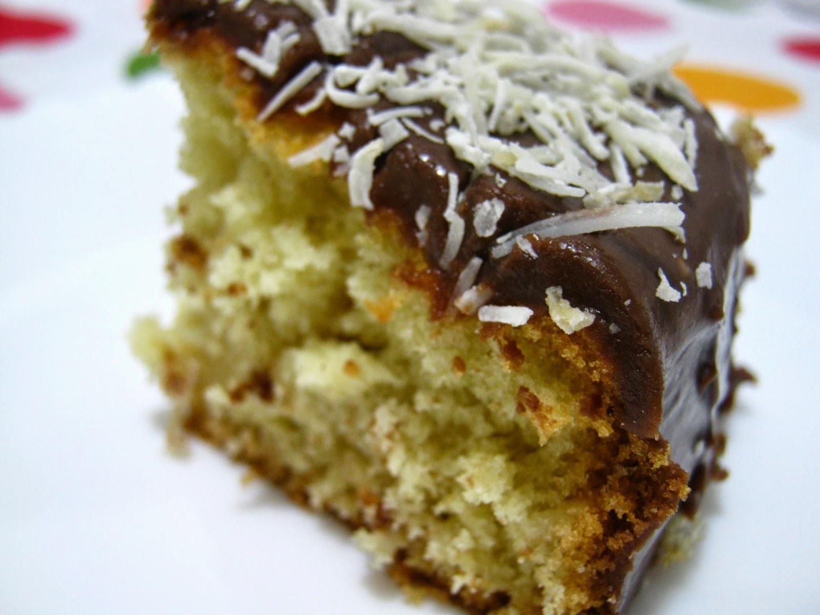 bolo de chocolate com menta com cobertura de chocolate
