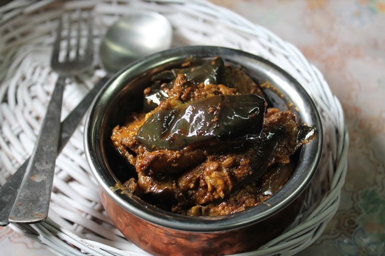Brinjal with Sesame Seeds Masala Recipe / Eggplant & Sesame Seeds Curry Recipe / Andhra Brinjal Curry