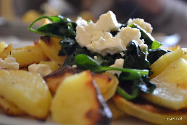 Pečené zemiaky so špenátom a s fetou
