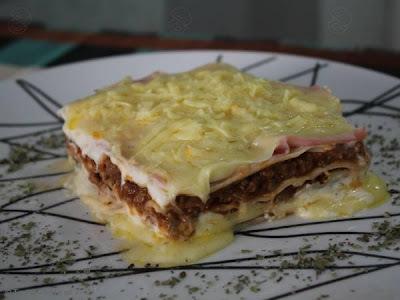 de lasanha de carne moida presunto e queijo