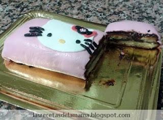 Tarta de  Hello Kitty hecha de fondant