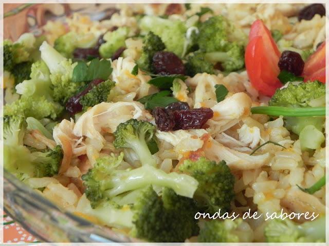 arroz integral com frango desfiado
