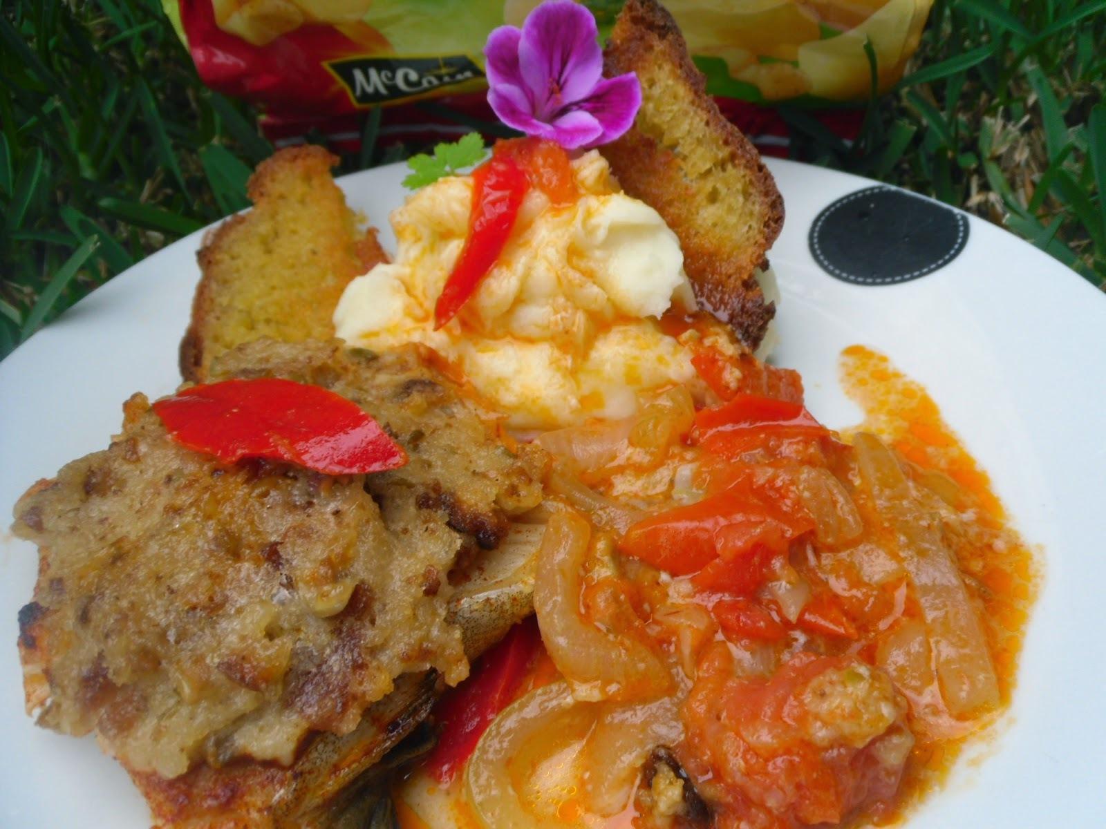 Bacalhau assado no forno, com crosta de broa, maionese e azeitonas, com puré de batata McCain e vinho branco Quinta de Mosteirô