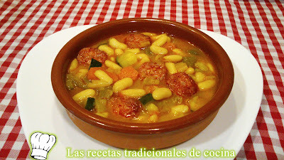 Receta de Alubias blancas con chorizo y verduras