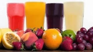 Sucos feitos com cascas de frutas