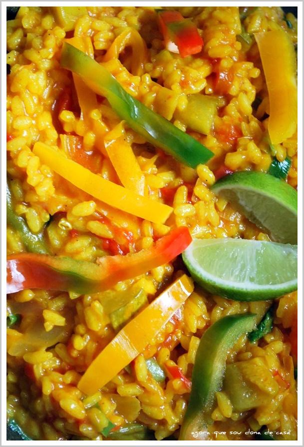 prato único e completo: paella vegetariana
