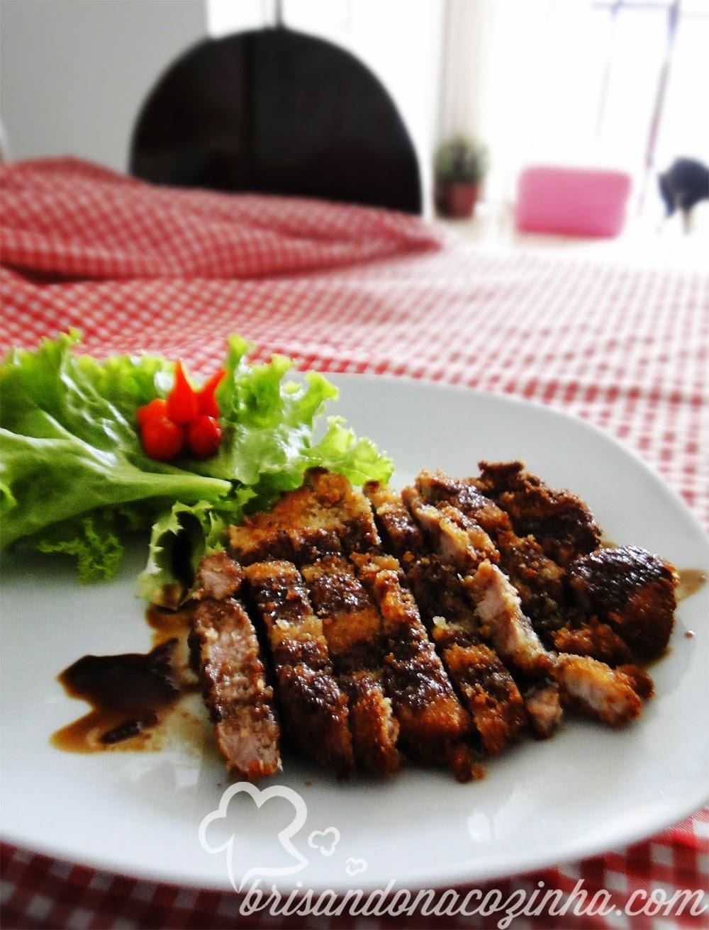 Tonkatsu (lombo suíno empanado) ao molho oriental