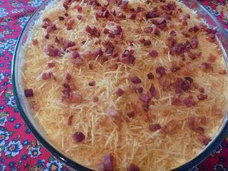 salada com alface cenoura bacon tomate maionese batata palha