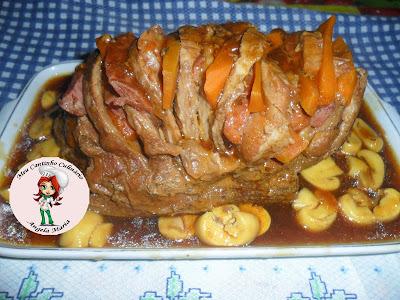 Carne assada na pressão fatiada com cenoura e lingüiça calabresa