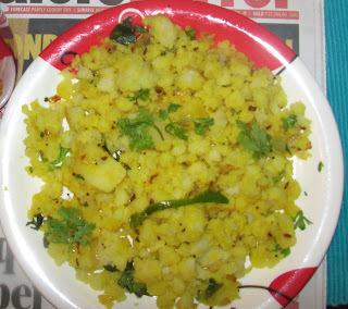 Batata Poha (Beaten rice with Potatoes - A High Energy Breakfast)