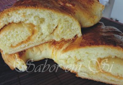 Pão Crespo Recheado de Geleia de Goiaba e Coco